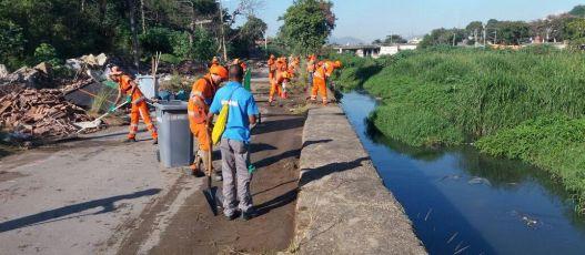 Comunidades do Rio recebem serviços da Comlurb