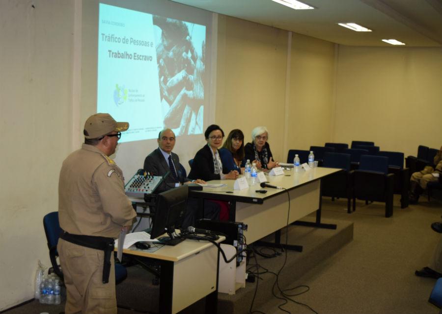 Cem guardas municipais participam de palestra de conscientização sobre tráfico de pessoas