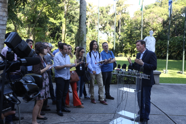 Crivella fala sobre manifestação de taxistas e apoia reivindicação dos profissionais
