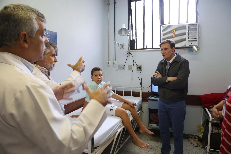 Crivella visita unidades de saúde e elogia trabalho dos profissionais