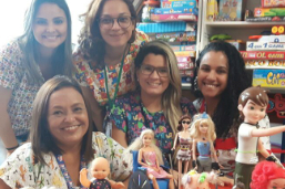 Bonecos terapêuticos ajudam no tratamento de crianças internadas no Salgado Filho
