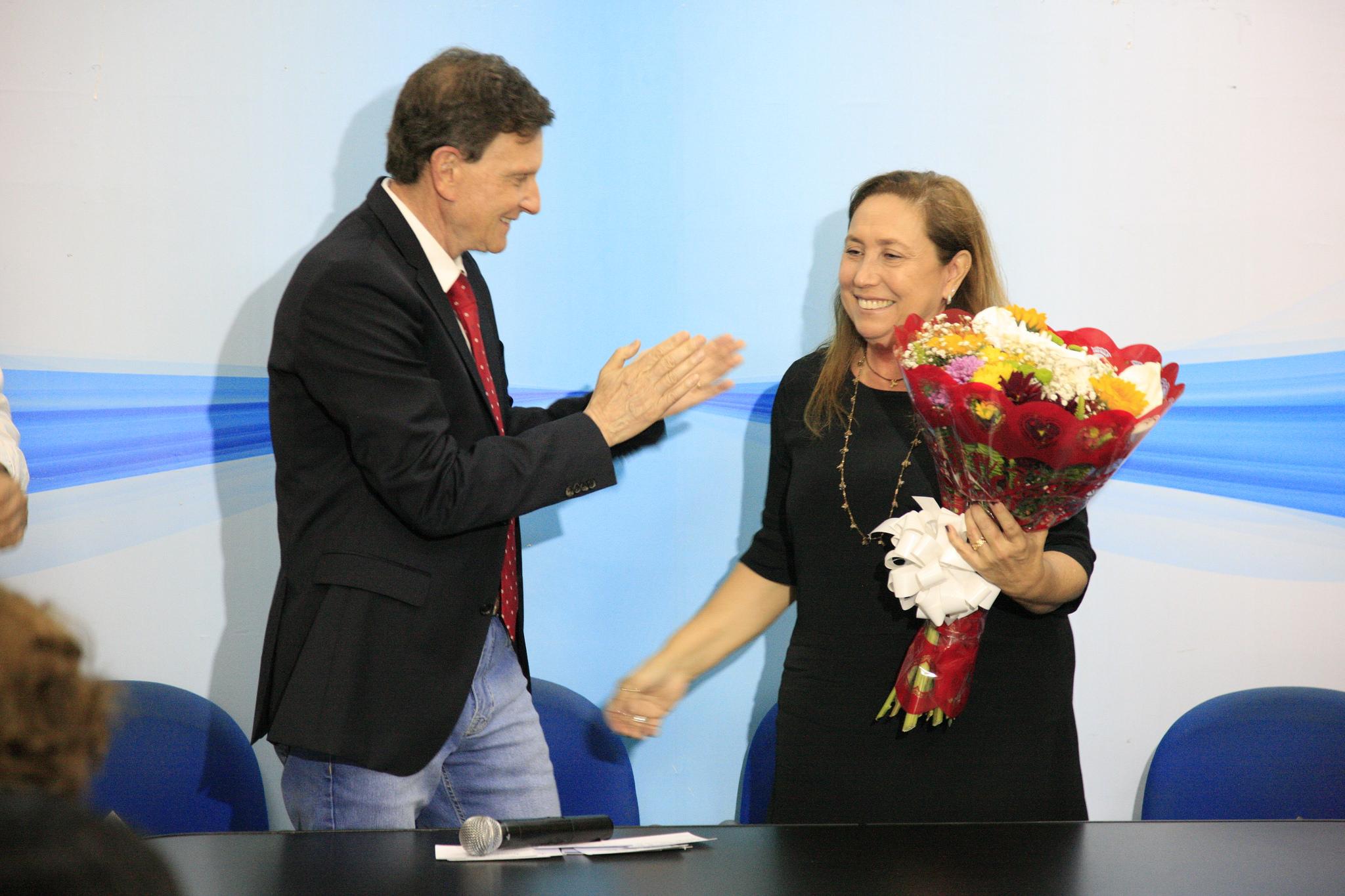 Prefeito empossa nova diretora do Hospital Lourenço Jorge