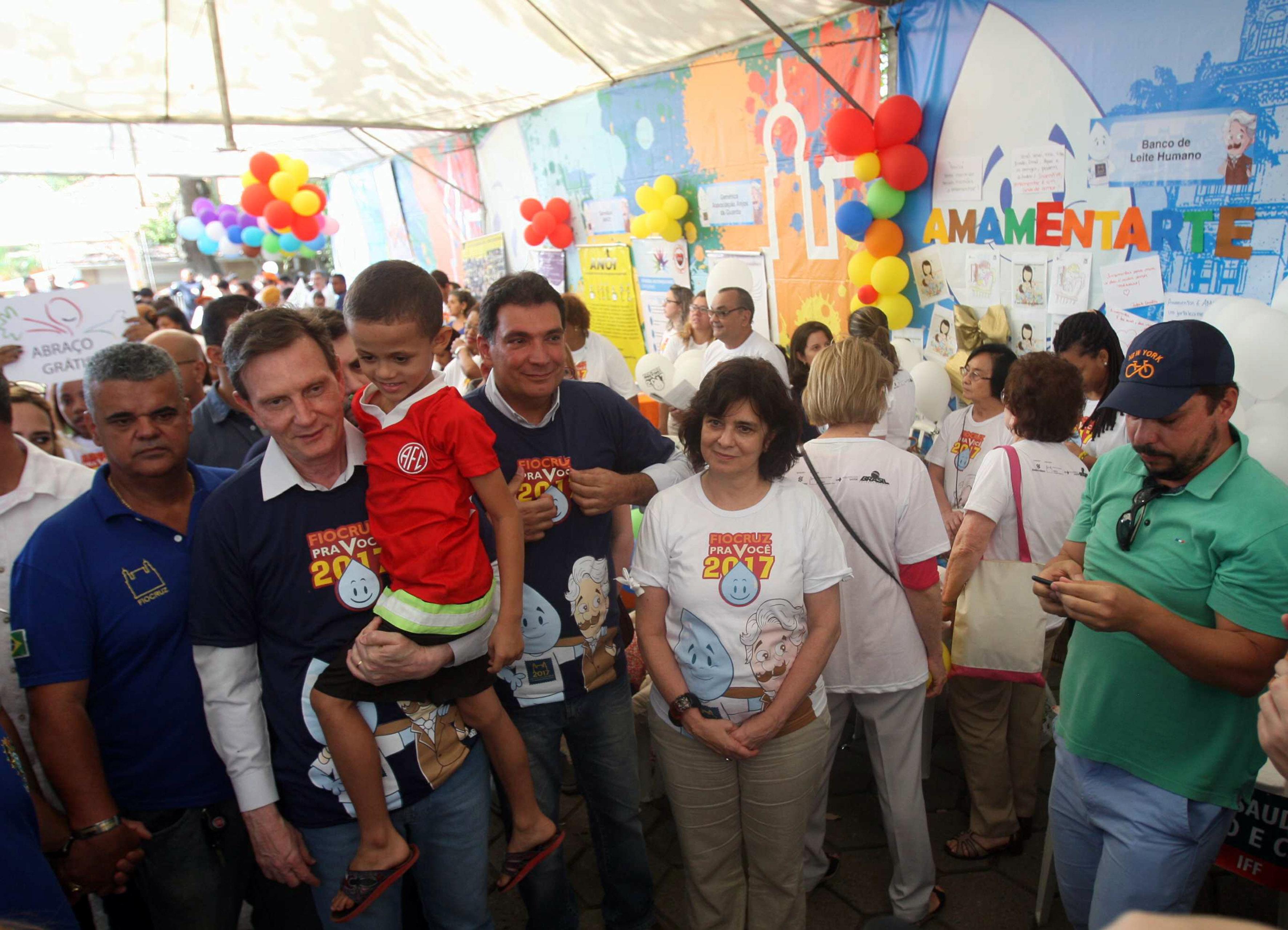 Crivella participa do Dia D de Multivacinação na Fiocruz
