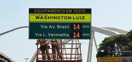 CET-Rio instala mais quatro placas inteligentes de trânsito na cidade