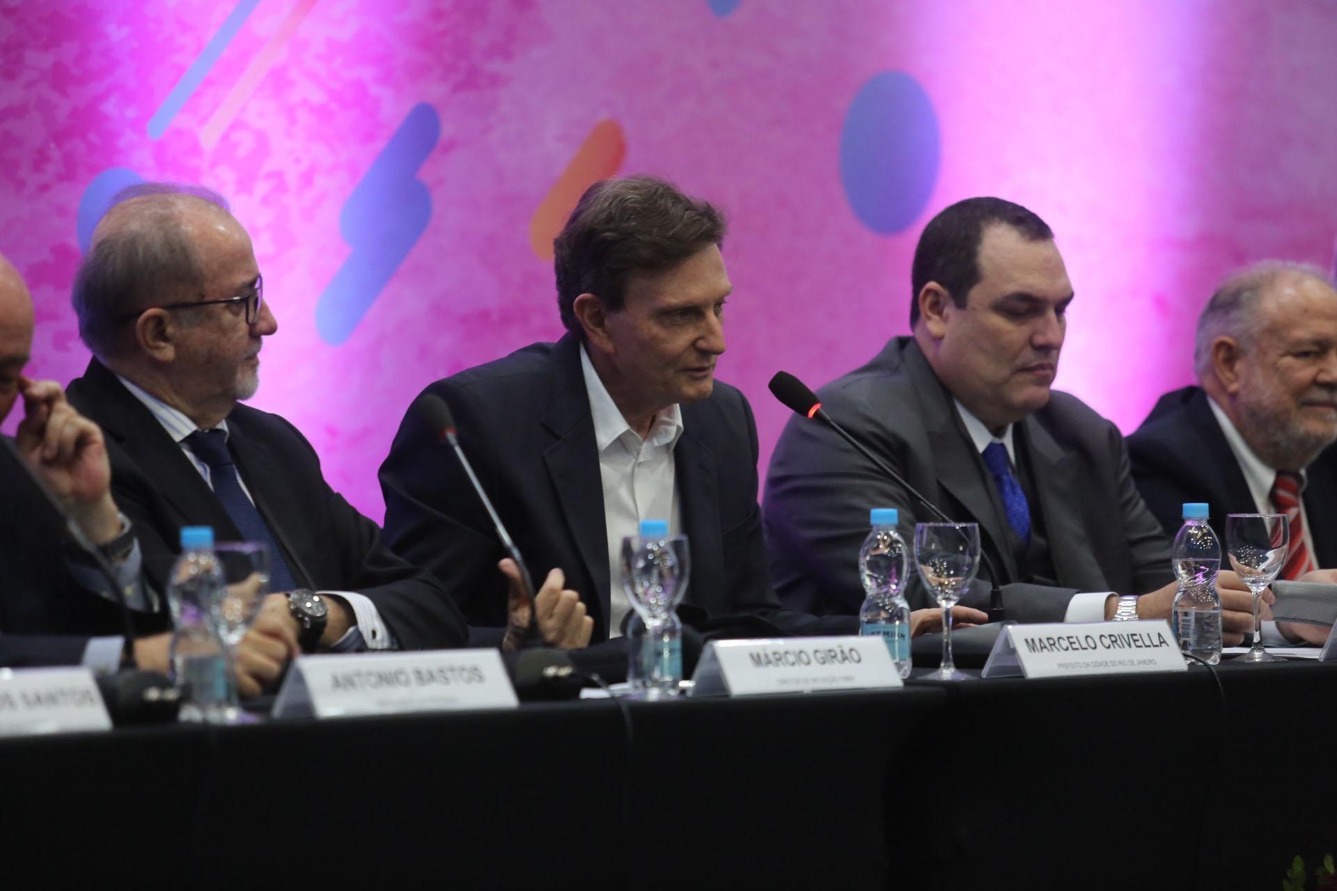 Prefeito Marcelo Crivella acena com possibilidade de redução de ISS para TI