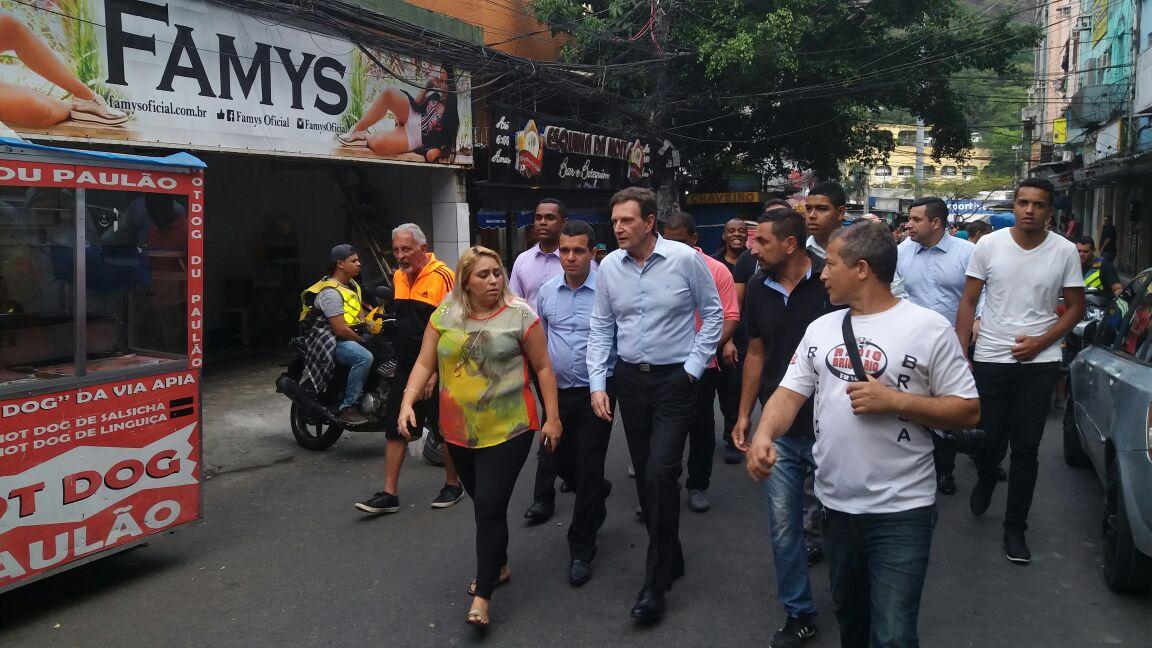Crivella e Rubens Teixeira visitaram a Rocinha neste  domingo