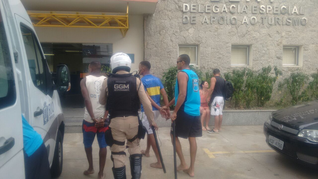 Guardas prendem três homens, duas mulheres e apreendem  três adolescentes por roubos na Zona Sul
