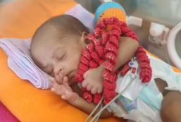 Rocha Faria utiliza polvos de crochê para auxiliar bebês prematuros