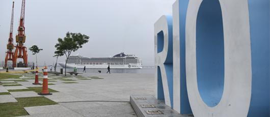 Turistas chegam no Porto