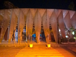 Planetário recebe iluminação especial em campanha pela saúde