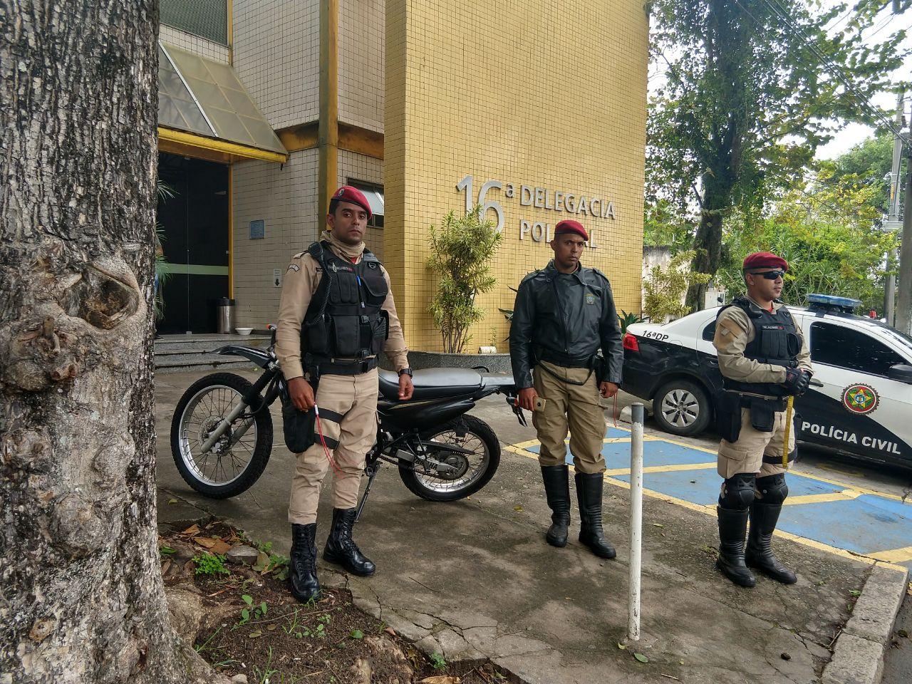 Guardas municipais identificam e recuperam moto roubada na Barra da Tijuca