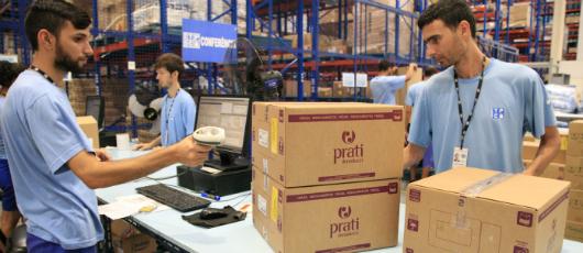 Prefeitura distribui 18 caminhões de medicamentos e insumos à rede municipal de Saúde