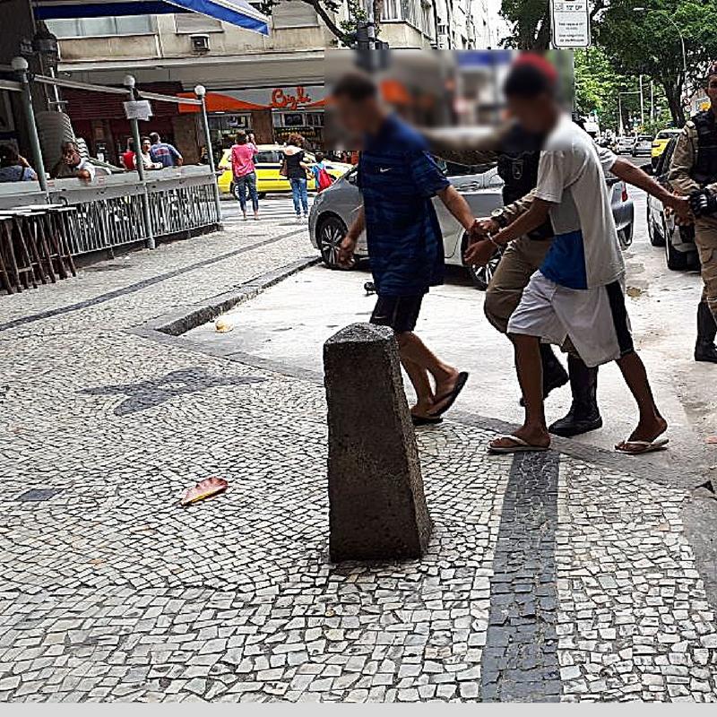 Jovens são detidos por equipe do Rio+Seguro em Copacabana