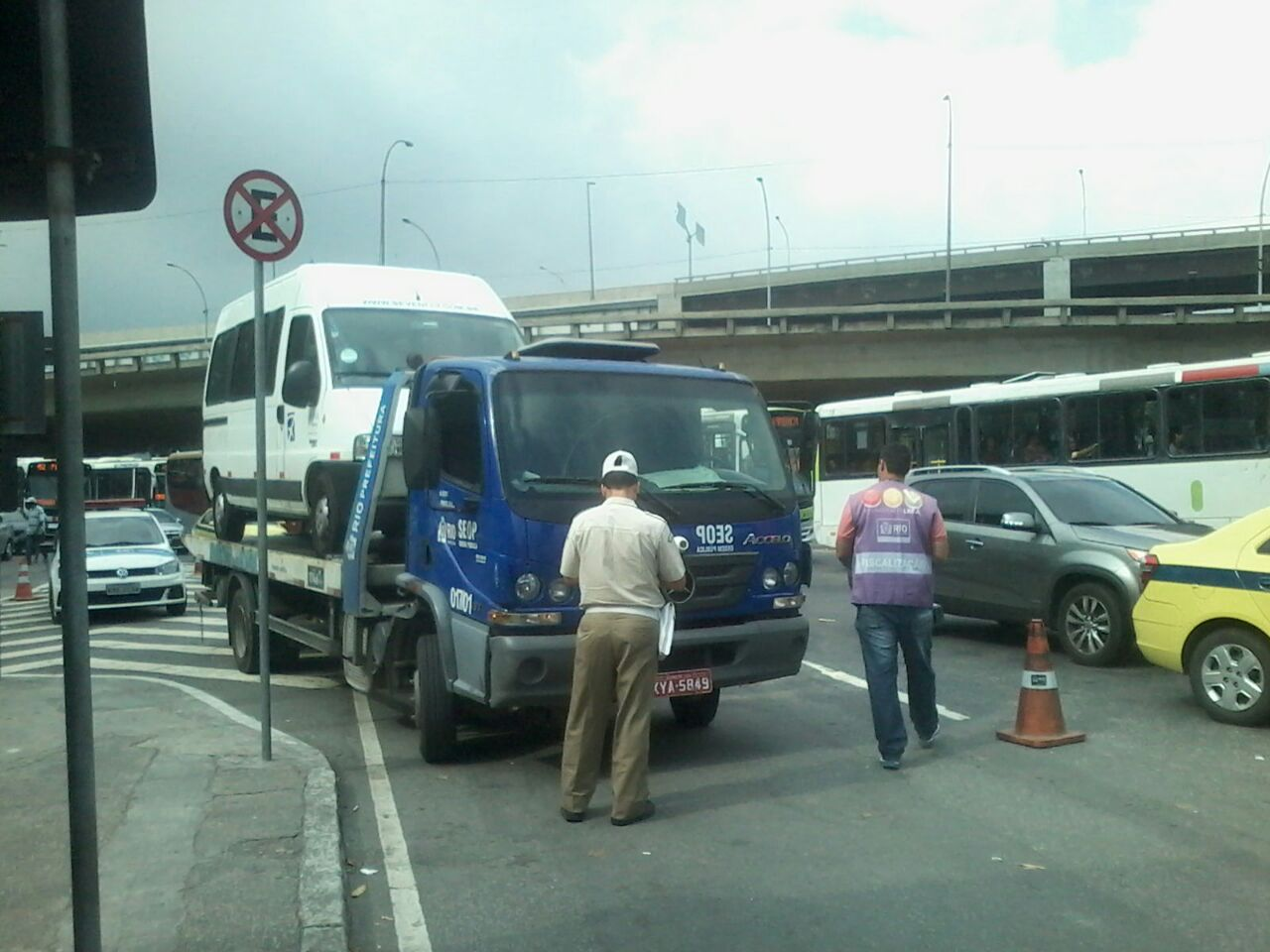 Ação integrada de fiscalização coíbe diversas irregularidades no entorno da rodoviária Novo Rio