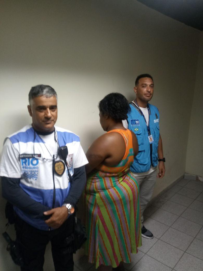 Foragida da justiça é presa por agentes do Rio+Seguro em Copacabana