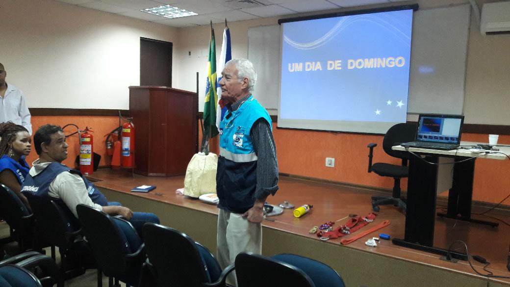 Líderes comunitários participam de reunião na Defesa Civil