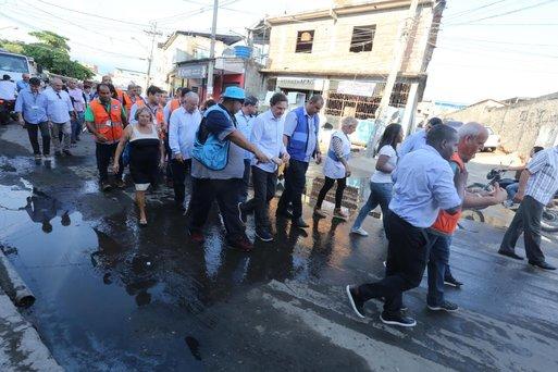 Prefeitura acompanha mutirão de limpeza e conservação na Maré