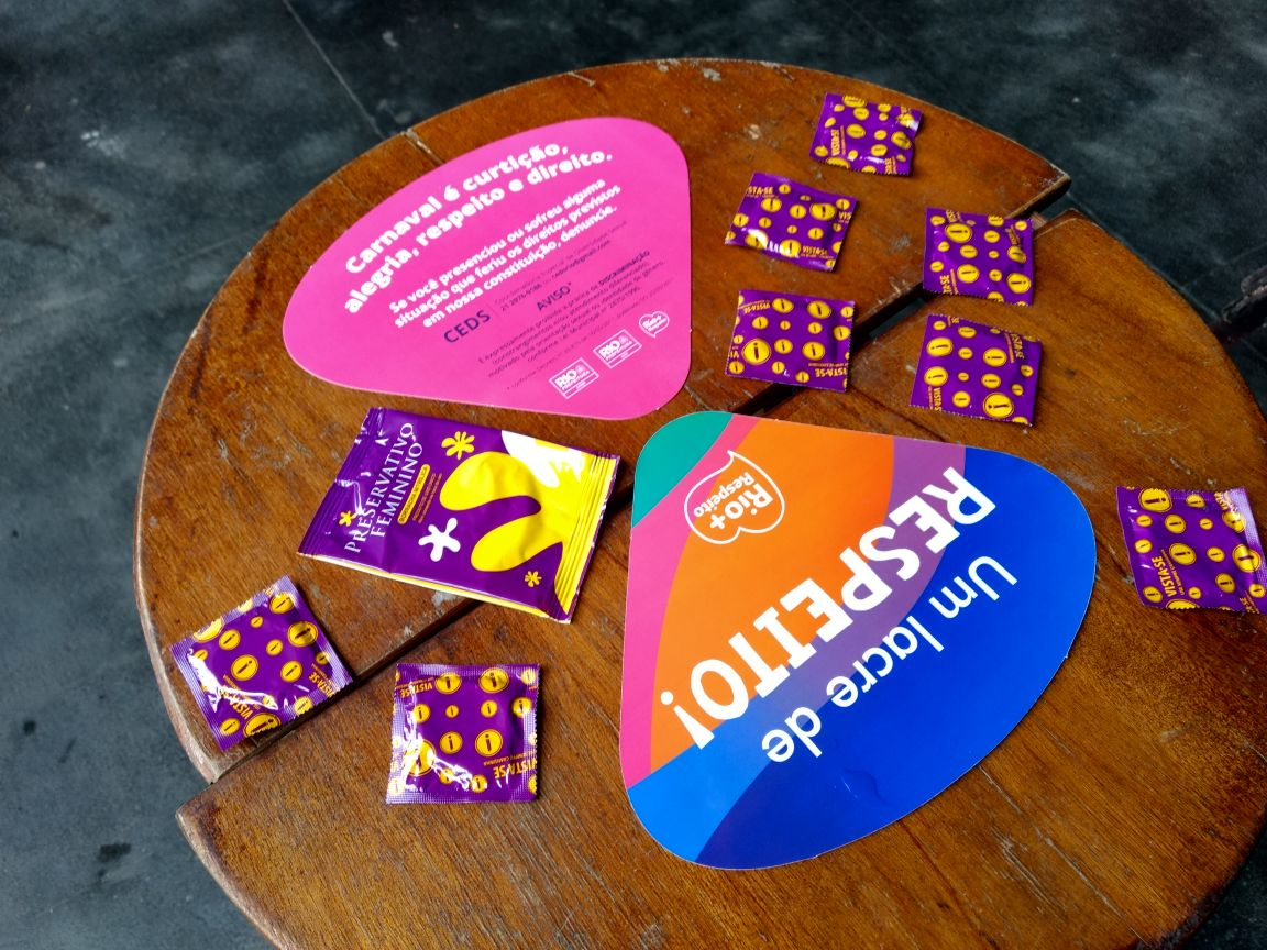 Foliões terão acesso a três milhões de preservativos em blocos e desfiles