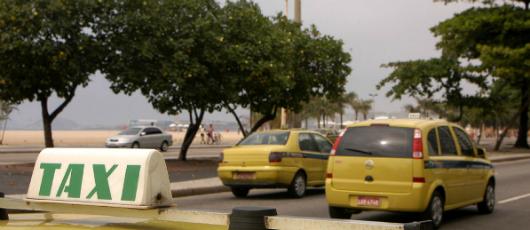 Prefeitura celebra marca de 2 milhões de corridas pelo aplicativo Taxi.Rio