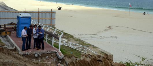 Prefeito vistoria obras na ciclovia Tim Maia e na Praia da Macumba