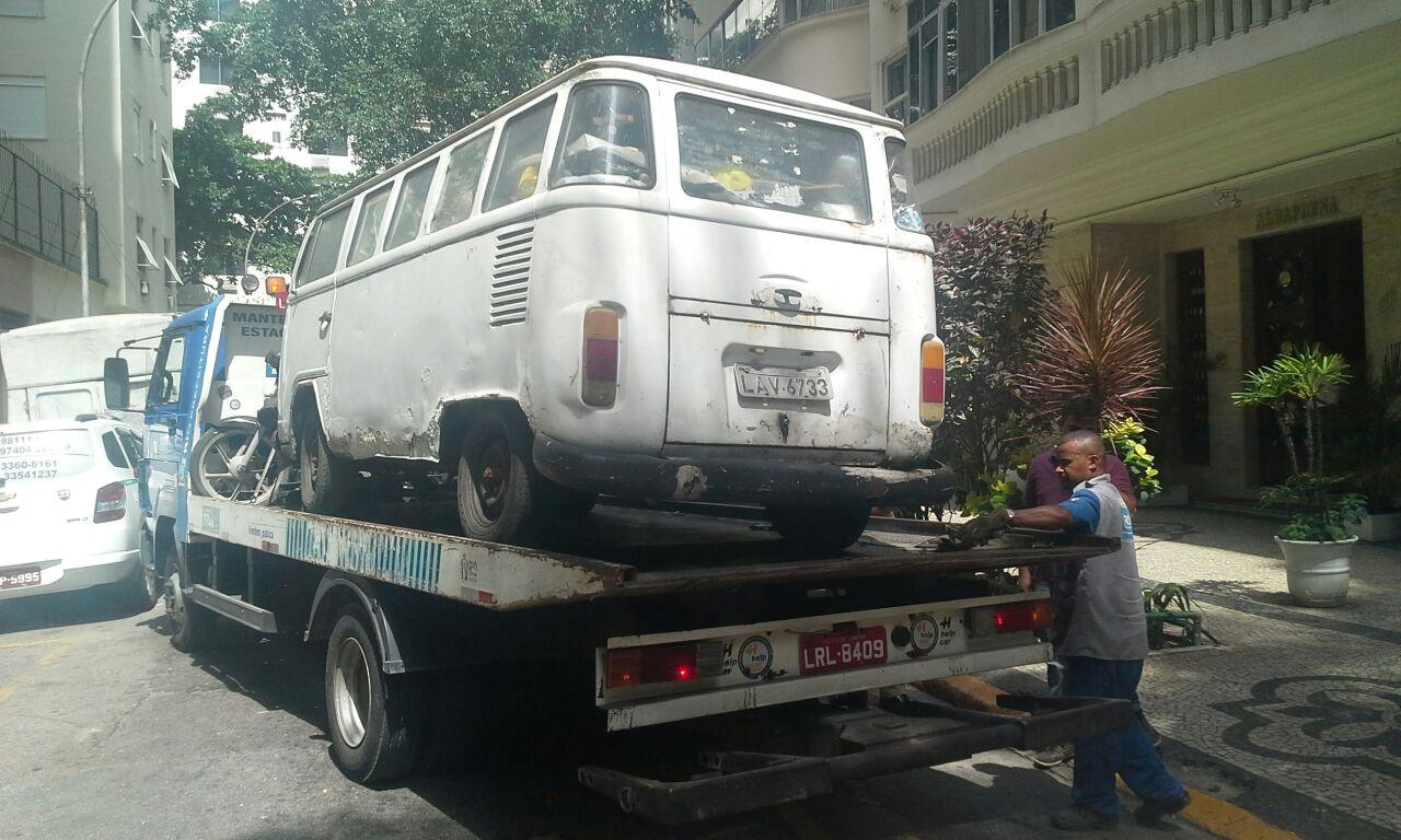 Ação GM-Rio e Seop remove veículos usados como depósito de ambulantes irregulares em Copacabana