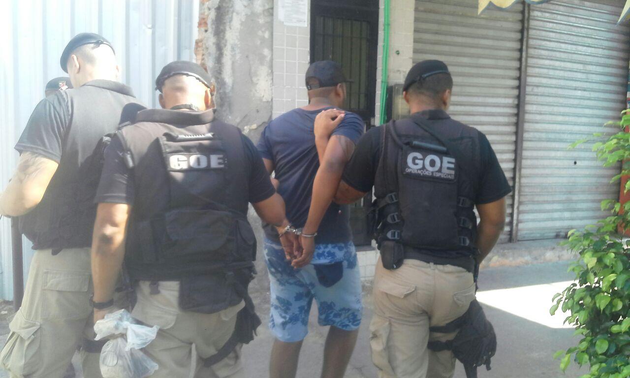 Guardas prendem traficante foragido do sistema prisional na Penha