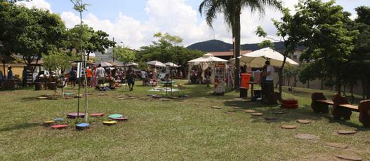 Comlurb entrega à população da Taquara praça totalmente revitalizada