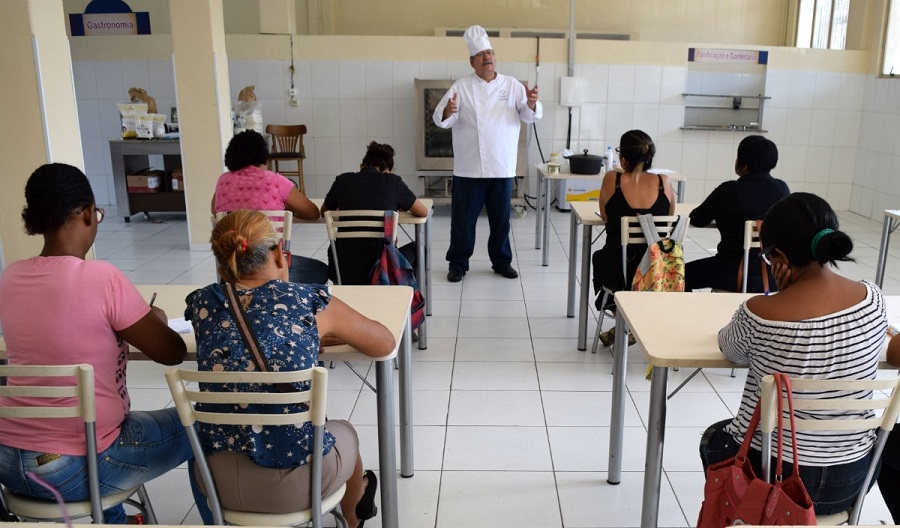 Guarda Municipal inicia as aulas do programa social de capacitação em gastronomia e confeitaria