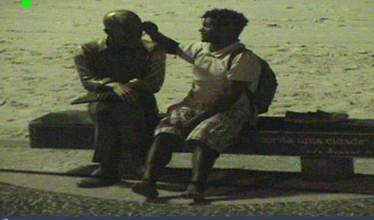 Guarda Municipal evita vandalismo da estátua de Carlos Drummond de Andrade
