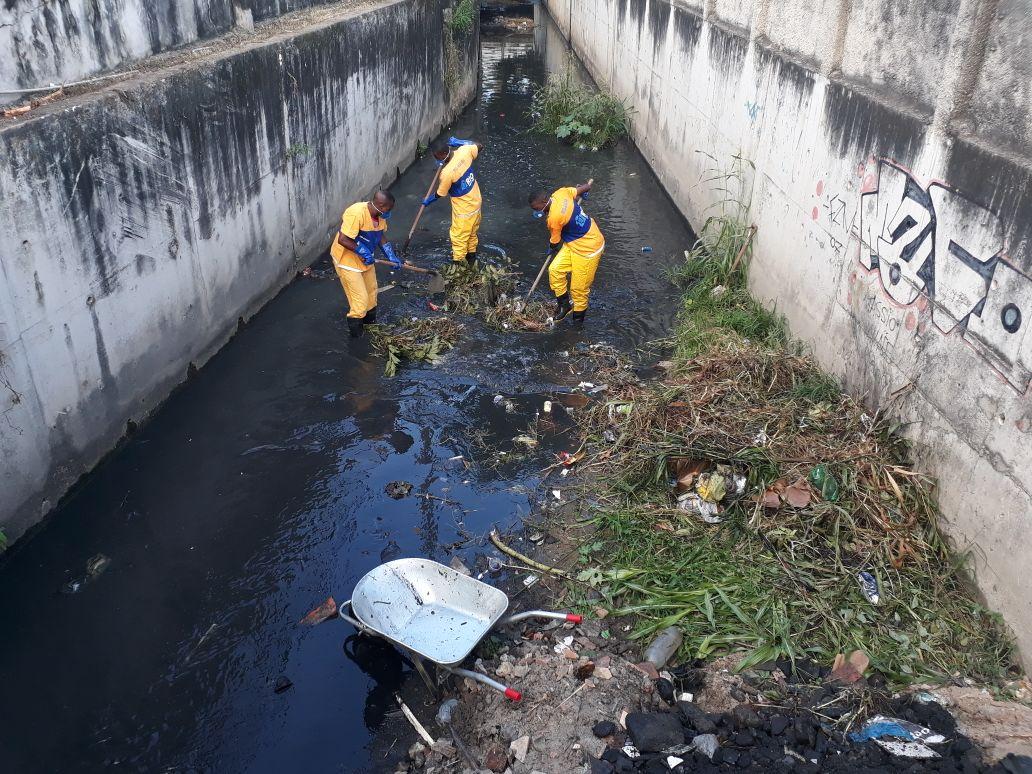 Rio-Águas trabalha na conservação do Rio Bicas, em Irajá
