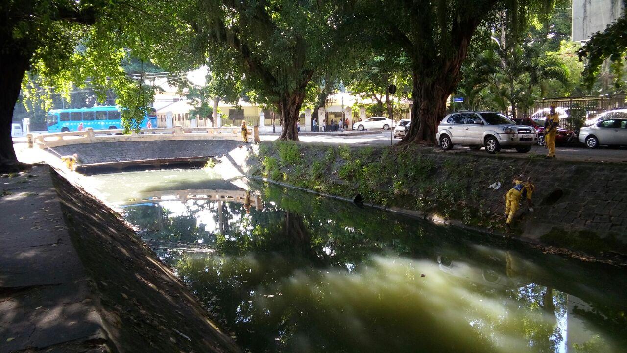 Rio-Águas conclui manutenção do Canal da Avenida Visconde de Albuquerque