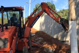 Prefeitura inicia demolição de condomínios clandestinos em Campo Grande