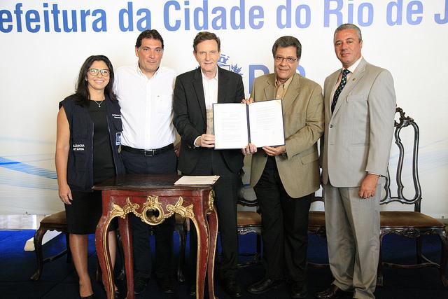 Prefeitura assina decreto que regulamenta vacinação em farmácias do Rio
