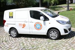 Prefeito apresenta carros elétricos da Comlurb para coleta de lixo em hospitais