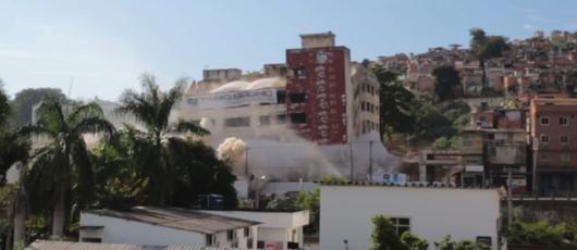 Confira como foi a implosão do segundo prédio do IBGE na Mangueira