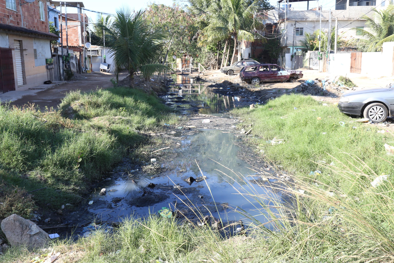 Prefeitura inicia obra de canalização contra enchentes em comunidade de Guaratiba