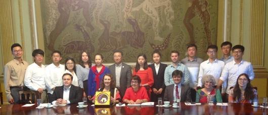 CRI recebe alunos da Universidade Tsinghua no Palácio da Cidade