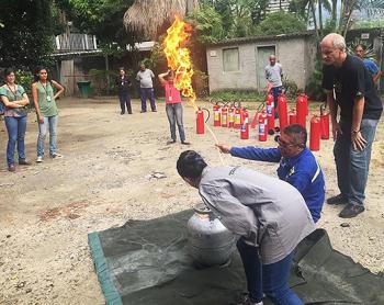 Defesa Civil: órgão realiza capacitação de combate a incêndio com funcionários do Museu Nacional