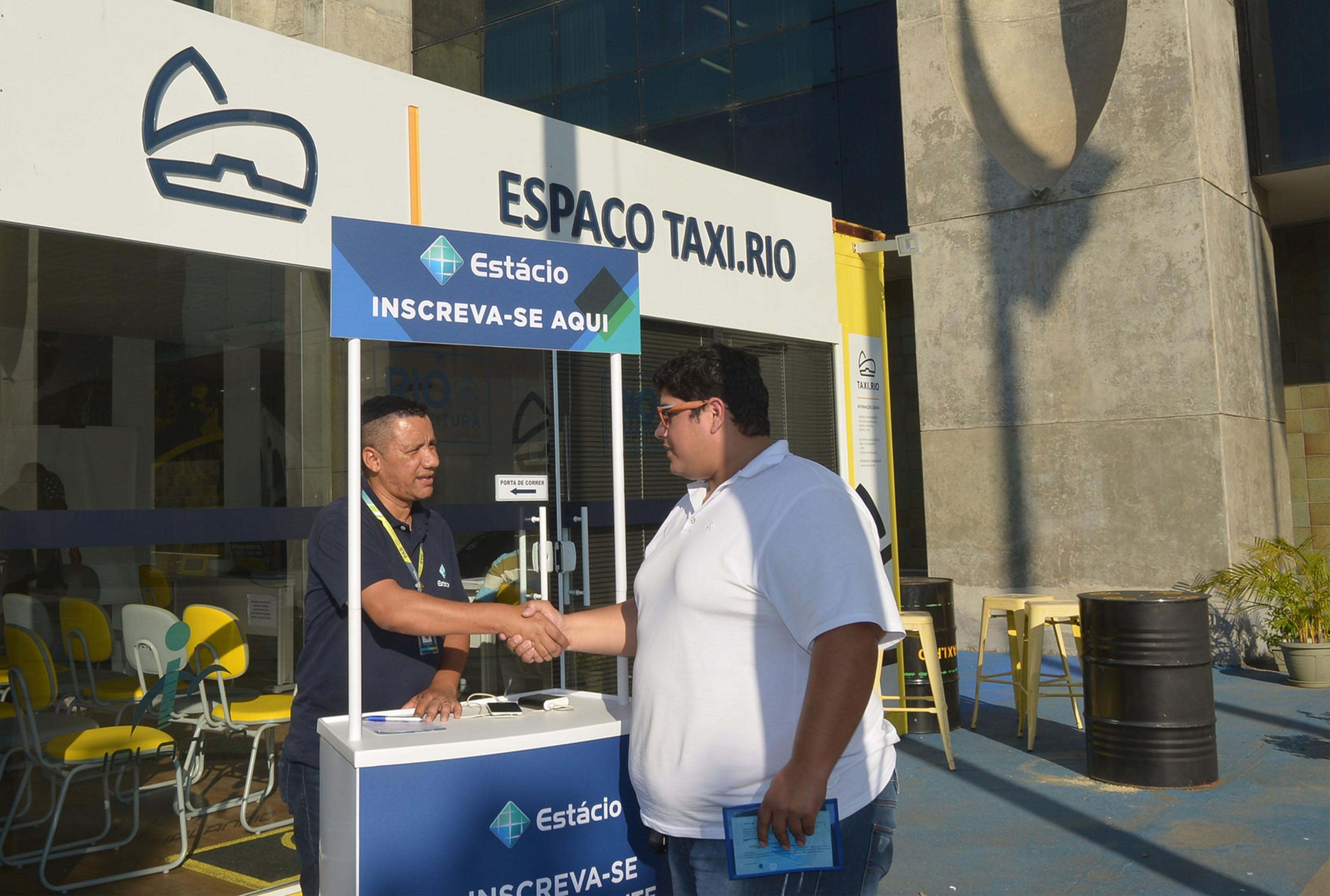 Taxi.Rio: Parceria com universidade dá 40% de desconto a taxistas no Ensino Superior