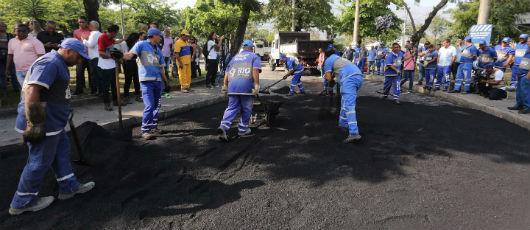 Prefeito anuncia mutirão do asfalto para tapar 30 mil buracos na Zona Oeste