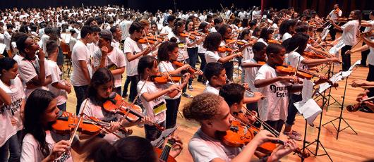 Orquestra Sinfônica Juvenil Carioca celebra um ano no Theatro Municipal
