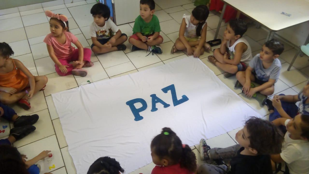 Alunos da Creche Institucional Dr. Paulo Niemeyer participam de projeto sobre a paz