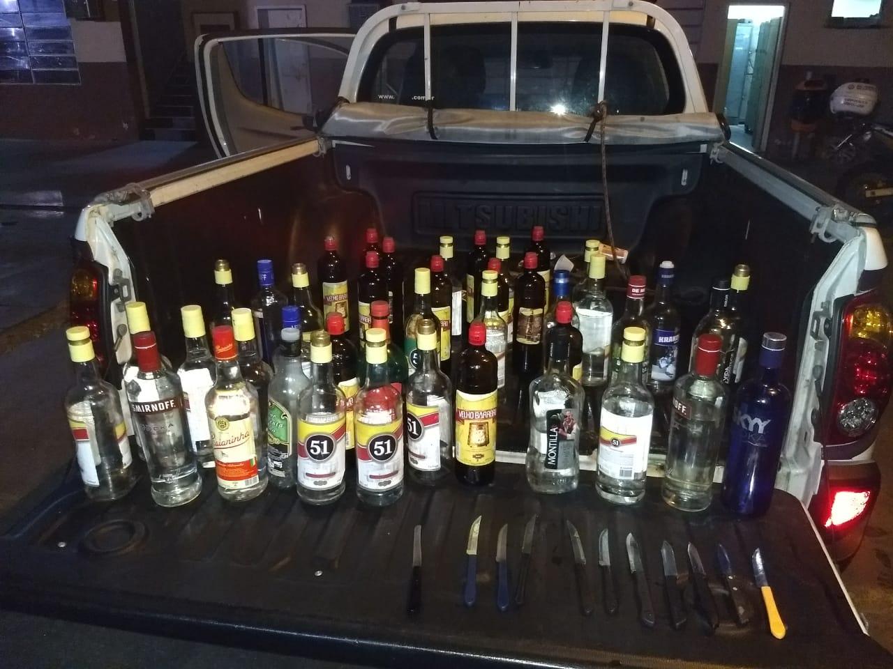Guardas municipais apreendem 45 garrafas de bebidas em depósitos irregulares na Praia de Copacabana