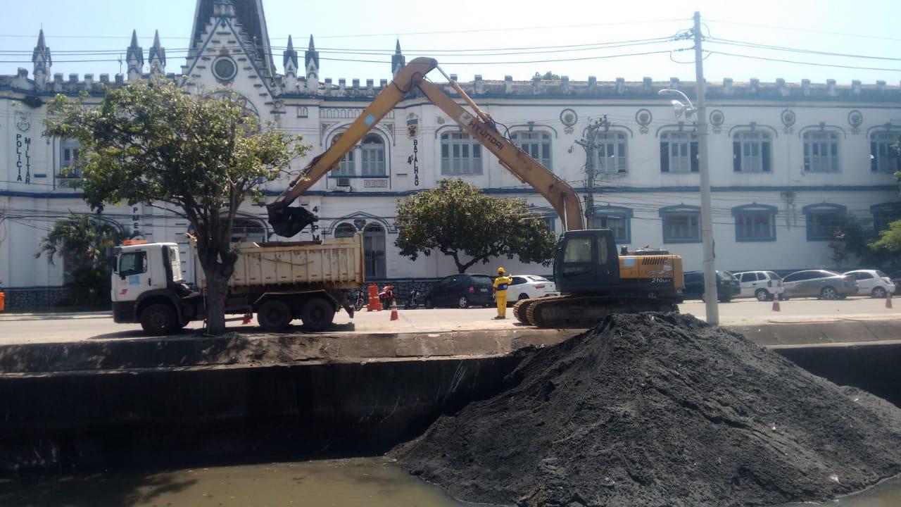 Rio-Águas trabalha na conservação do Rio Maracanã, em São Cristóvão