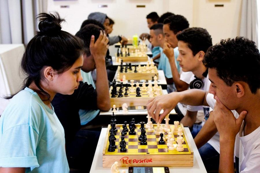 GM-Rio realiza final de torneio de xadrez com alunos de escolas municipais de Paquetá e Santa Teresa