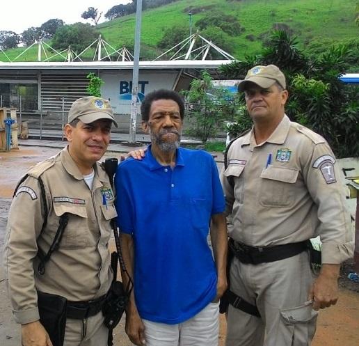 Guardas municipais ajudam idoso com  Alzheimer a reencontrar a família