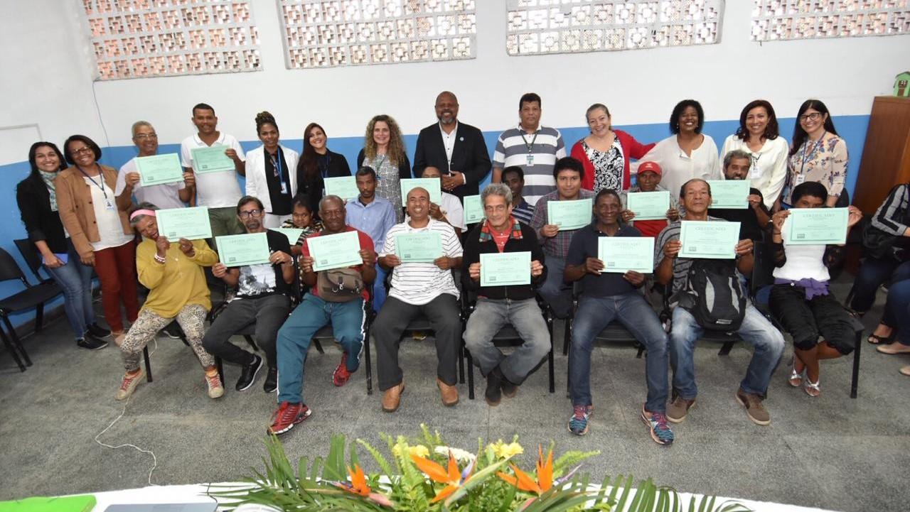 FPJ e SMASDH certificam formandos do Curso de Jardinagem