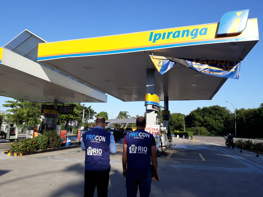 Procon Carioca notifica posto de combustível