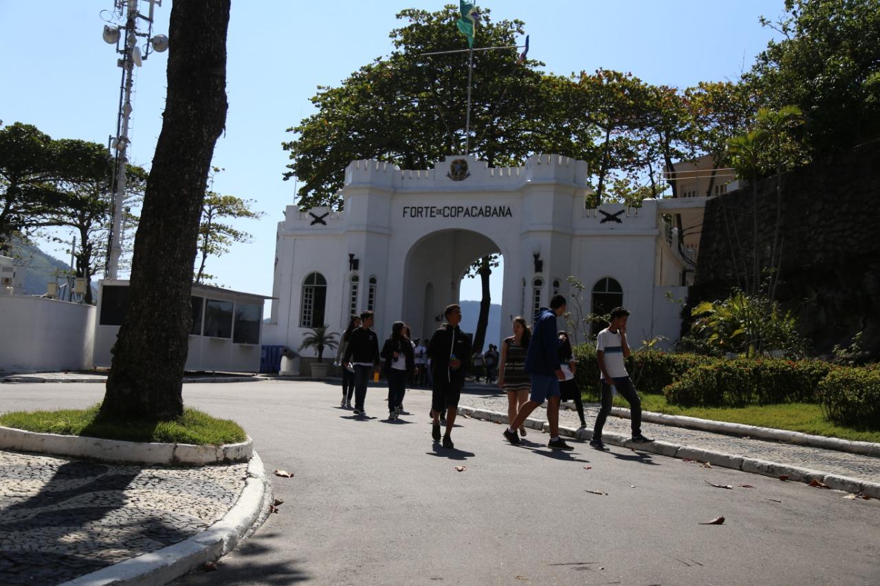 Defesa Civil: estudantes da rede municipal visitam Forte de Copacabana