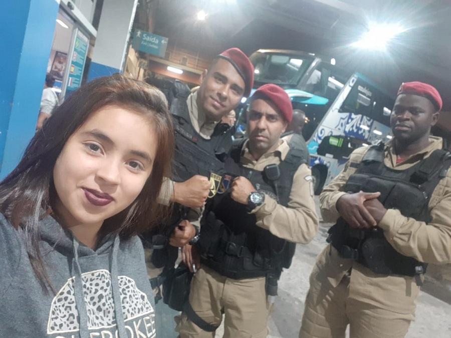 Guardas prestam ajuda à turista venezuelana que foi assaltada na Rodoviária Novo Rio